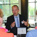 Rüdiger-Zielke-im-Knowledge-Cafe-über-Zusatzleistungen-HDI-Arena-Hannover-Juni-2016